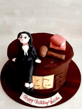 Lawyer cake with figurine